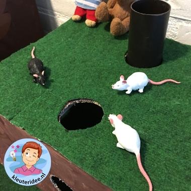 Themahoek, dieren onder de grond, kleuteridee, Kindergarten underground animals themed area