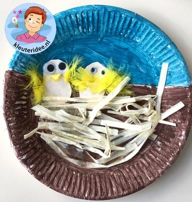 vogelnestje knutselen met kleuters, Spring theme craft kindergarten, kleuteridee 4