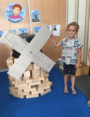 molen in de bouwhoek van blokken, kleuteridee, thema Nederland