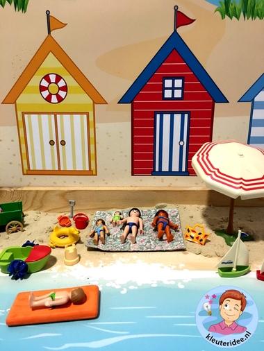 Thematafel strand, met speelkleden , thema zomer, kleuteridee 2