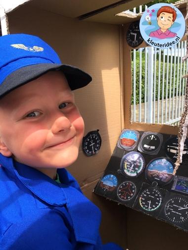 Piloot spelen, kleuteridee, rollenspel, Kindergarten airport role play k