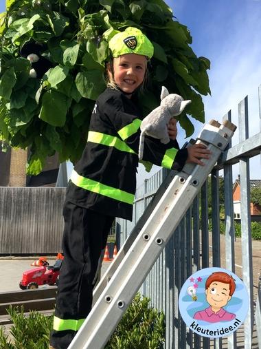 Kat uit de boom redden, kleuteridee, thema de brandweer