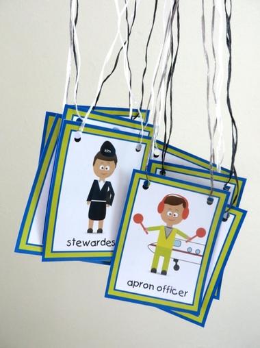 Kaarten voor rollenspel, in de hoeken, bij thema vliegveld voor kleuters, juf Petra van kleuteridee, free printable.