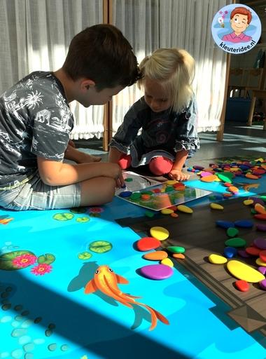 Kiezelvijver, speelmat voor regenboogstenen, kleuteridee 2