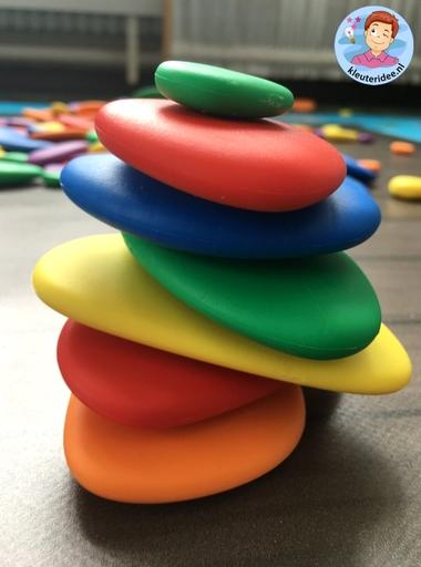 Kiezelvijver, speelmat voor regenboogstenen, kleuteridee 3