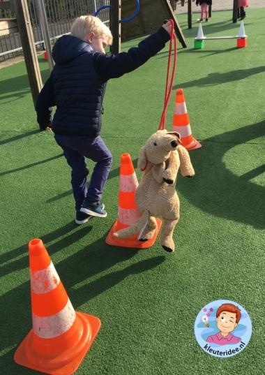 hondenschool, rollenspel met kleuters, thema de hond, Kindergarten dog agility roleplay, kleuteridee.nl