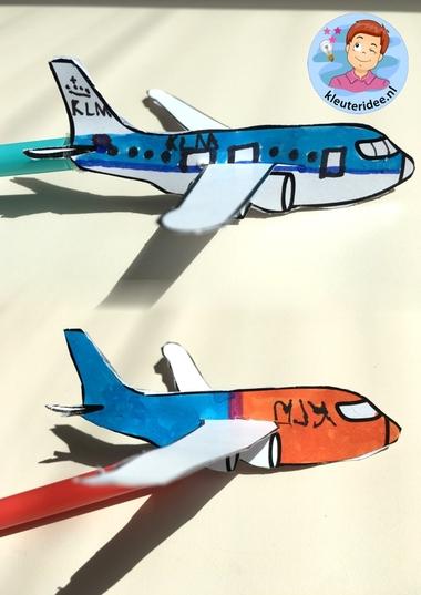 Vliegtuigjes om weg te schieten, kleuteridee, knutselen bij thema het vliegveld, airplane for kindergarten 3 k