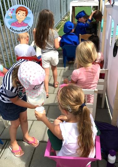 Groot vliegtuig voor kleuters, kleuteridee, rollenspel, Kindergarten airport role play 9