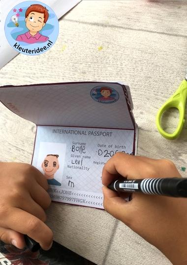 paspoort maken met kleuters, kleuteridee, thema vliegveld