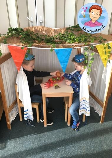 Loofhut bouwen in de klas, thema Israel, kleuteridee 2 k