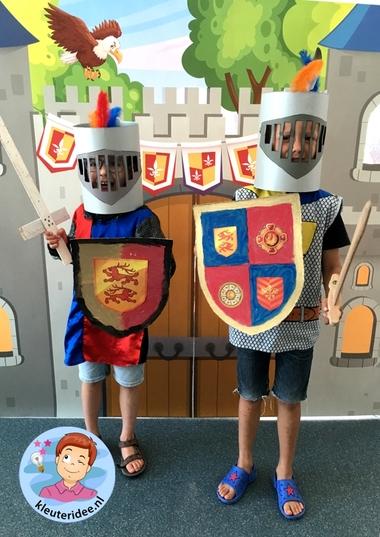 helm voor ridder van karton knutselen, thema ridders, kleuteridee, helmet knights theme kindergarten 2