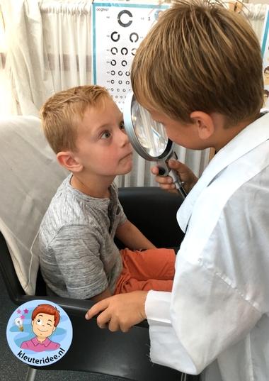 Themahoek opticien voor kleuters, kleuteridee,thema het oog, kindegarten optician role play, eye theme 4.