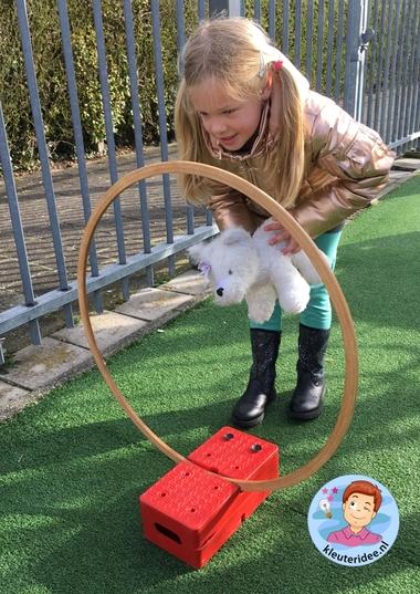 hondenschool, rollenspel met kleuters, thema de hond, Kindergarten dog agility roleplay, kleuteridee.nl 2