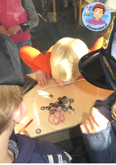 Rollenspel met kleuters, thema politie, politiebureau, gevonden voorwerpen, kleuteridee.nl, Kindergarten , Police theme
