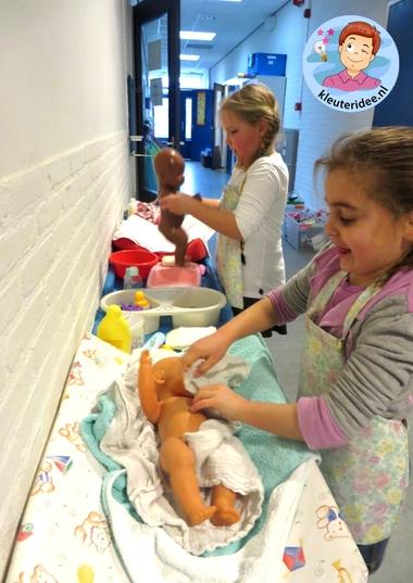 Pop in bad doen, thema baby voor kleuters, kleuteridee.nl, Kindergarten baby theme 3