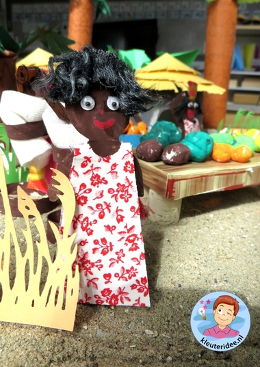 Mensen uit Afrika knutselen van toiletrollen,kleuteridee, thema Afrika, kindergarten Africa people craft 7.