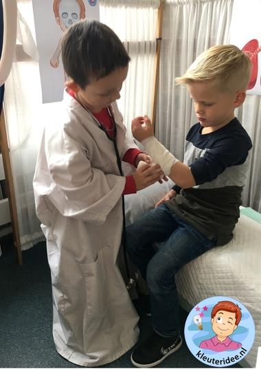 Rollenspel dokter. doktershoek, kleuteridee 6