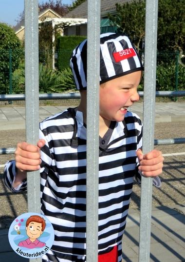 Rollenspel met kleuters, thema politie, politiebureau, in de gevangenis, kleuteridee.nl, Kindergarten , Police theme