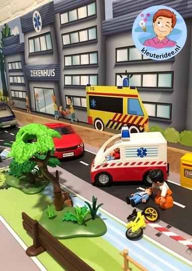 Speeltafel, thema ziek, ambulance kleuteridee 2.