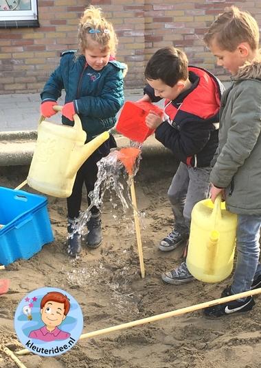 Waterleiding aanleggen met kleuters, thema water, kleuteridee 4
