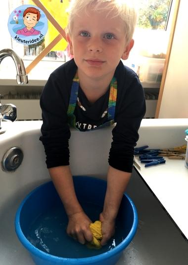 Handwas, rollenspel voor kleuters, kleuteridee 2.