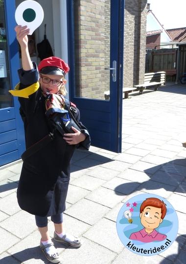 Rollenspel trein met kleuters, kleuteridee.nl, conducteur