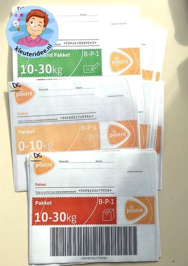 Pakketzegels printen voor rollenspel, kleuteridee, thema post en pakket.