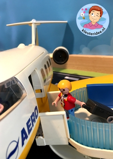 speeltafel het vliegveld voor kleuters, kleuteridee, thema vliegveld