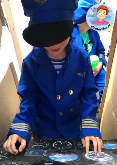 Groot vliegtuig voor kleuters, kleuteridee, rollenspel, Kindergarten airport role play 8