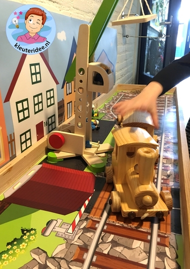Speeltafel thema de trein, kleuteridee, Kindergarten Railroad thema, play area 5
