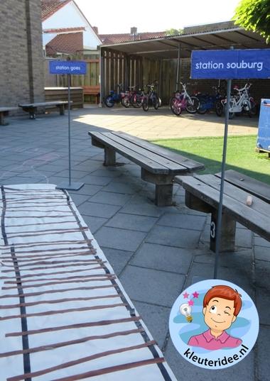 Rollenspel trein met kleuters, kleuteridee.nl, verschillende stations