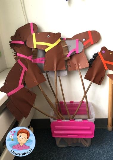 stokpaard knutselene met kleuters, thema ridders, kleuteridee, hobby horse, kindergarten knight theme