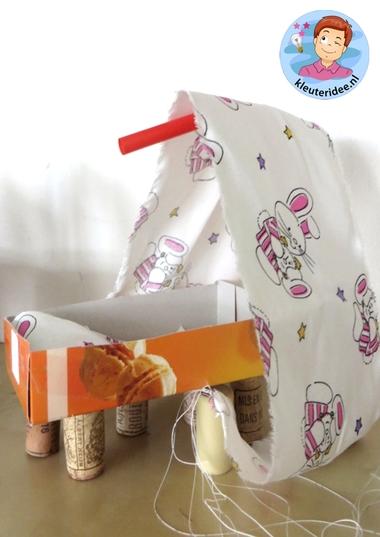 Wieg knutselen, thema baby voor kleuters, kleuteridee.nl, Kindergarten craft, cradle baby theme 2
