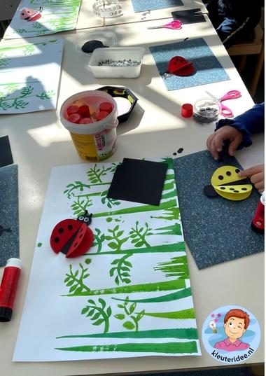 lieveheersbeestjes knutselen met kleuters, thema insecten, ladybugs craft kindergarten, kleuteridee