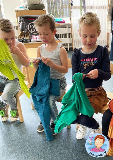 kledinglabels bekijken, thema kleding, kleuteridee