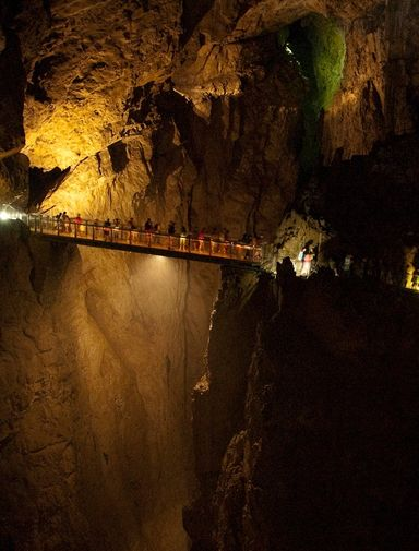 Cavern in the Škocjan Caves by Ramón from Llanera, España