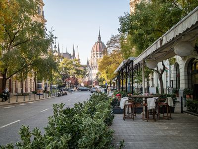 Outdoor dining in Budapest