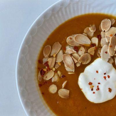 Butternut squash suppe med ovnbagt peberfrugt