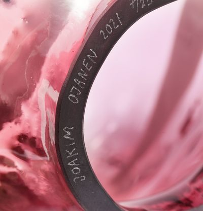 Glass head with hat and cigarette, Lill-Lorda (Pink) by Joakim Ojanen - detail shot