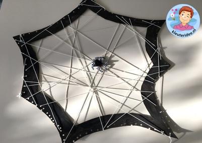 Spinnenweb knutselen, thema herfst, kleuteridee 3
