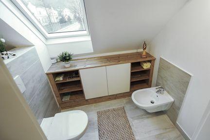Badezimmer im Dachgeschoss.