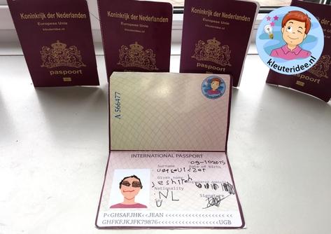 paspoort maken met kleuters, kleuteridee, thema vliegveld 4