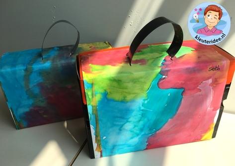 Koffer maken met ecoline, thema vliegveld, kleuteridee, Kindergarten airport craft, airport theme 2