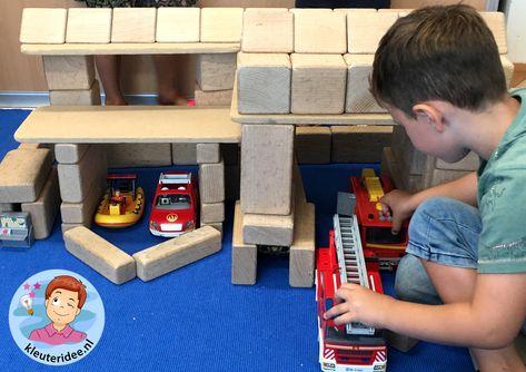 Kazerne bouwen in de blokkenhoek, kleuteridee, thema brandweer, Kindergarten fire fighters theme