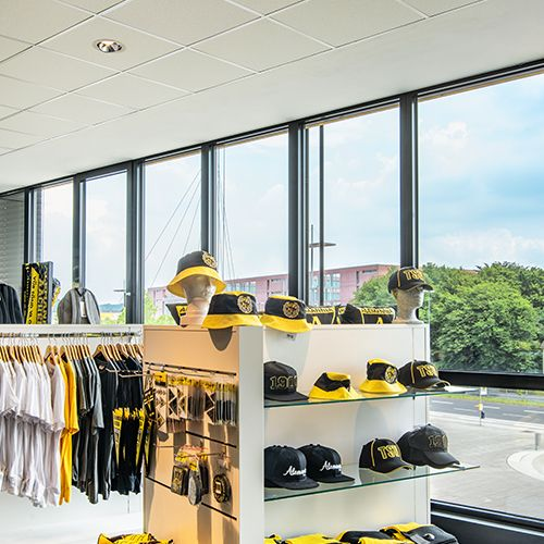 Recessed ceiling luminaire in sports shop