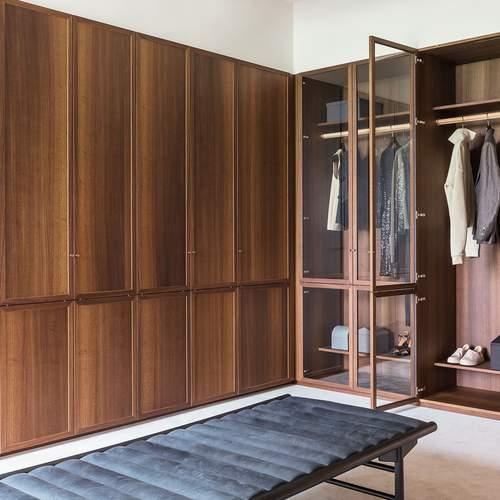 Intro Dressing Room