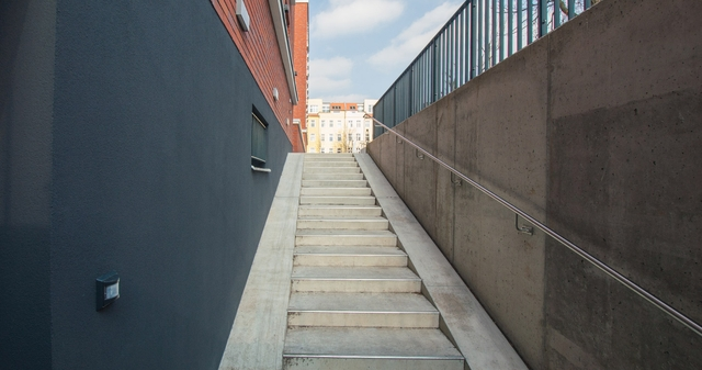 Berlin-Pankow XXLAGER. Eingang, Treppe