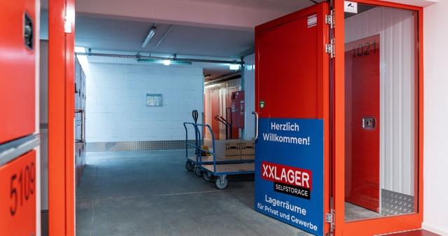 Eingang von XXLAGER in Steglitz