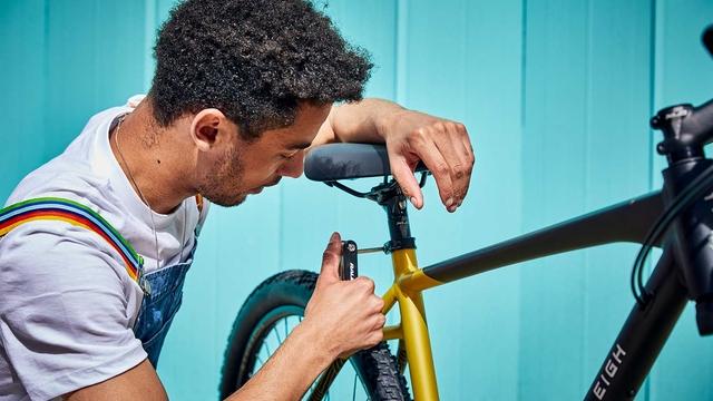 A man fixing a Raleigh Strada bike