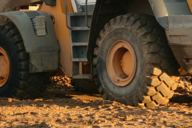 Construction % Materials Handling Tyres image